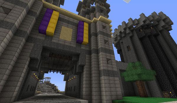 imagen de la entrada a una fortaleza, donde apreciamos el aspecto de las texturas Ovo's Rustic 1.10 y 1.9.