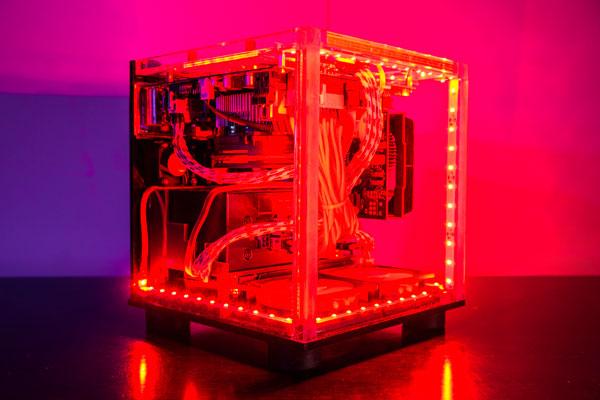 imagen de las luces internas de la torre del PC de Minecraft, inspirado en un bloque de Redstone.