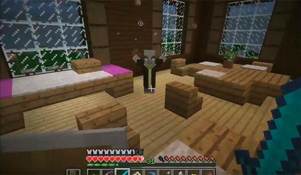 Imagen donde podemos ver a una de las nuevas criaturas hostiles que se añaden al juego. Sólo aparecen dentro de la Woodland Mansion.