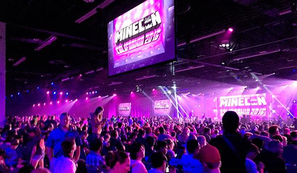 Imagen donde vemos una parte de las más de 10.000 personas que asistieron a la MineCon 2016.