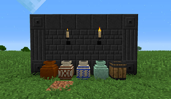 Imagen donde podemos ver los barriles, vasijas, velas de pared y bloques de pizarra que añade el mod Rustic 1.12 y 1.12.1.