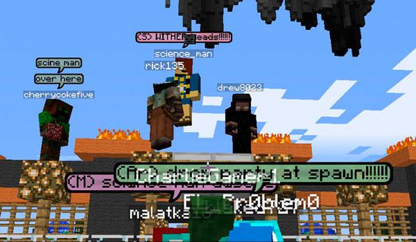 Imagen donde vemos las viñetas con texto que aparecen sobre la cabeza de un jugador cuando escribe algo en el chat, gracias al mod Chat Bubbles 1.12.