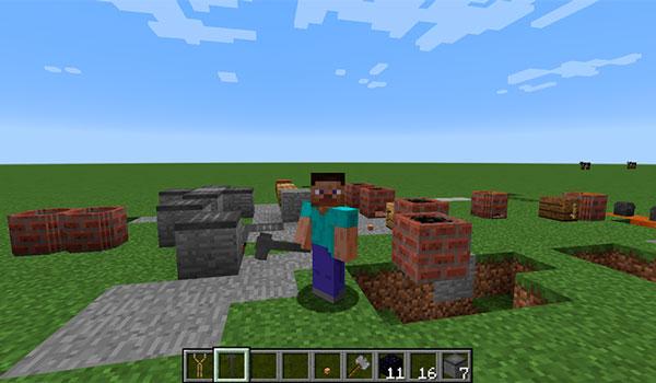Imagen donde vemos a un jugador mostrando algunos de los bloques y objetos que se pueden fabricar con el mod Kitsu's ForgeCraft 1.12 y 1.12.1.