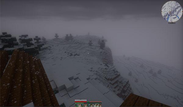 Imagen de ejemplo donde podemos ver la acumulación, irregular, de nieve sobre el terreno, al instalar el mod Snow Accumulation 1.12, 1.12.1 y 1.12.2.