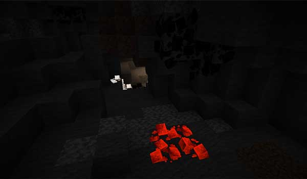 Imagen donde podemos ver cómo los recursos minerales aparecen en tres dimensiones, y brillantes, en las cuevas, gracias al paquete de texturas Ore Overhaul 1.16, 1.15 y 1.12.