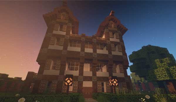 Imagen donde podemos ver el aspecto que tiene una mansión decorada con Steven's Traditional Texture Pack 1.16 y 1.15.