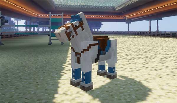 Imagen donde podemos ver un caballo con uno de los conjuntos de tachuelas que nos ofrece el mod Horse Tack 1.16.3 y 1.16.4.