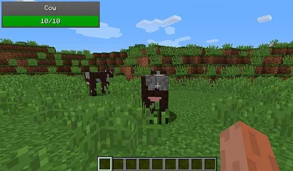 Imagen donde podemos ver un indicador de salud, en este caso de una vaca, generado por el mod ToroHealth Damage Indicators 1.17.1.
