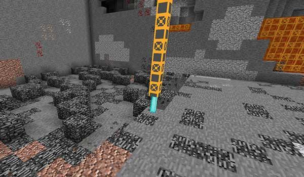 Imagen donde podemos ver cómo trabajar la máquina excavador que podremos fabricar con el mod Additional Enchanted Miner 1.17.1.