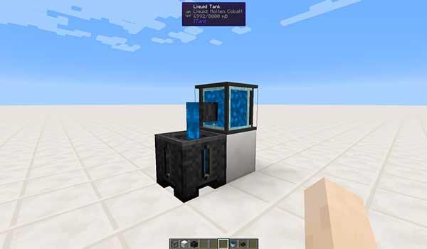 Imagen donde podemos ver un tanque, del mod ITank 1.17.1, vertiendo su contenido.
